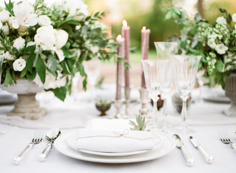 [:en]chic tableware for a provence wedding[:]